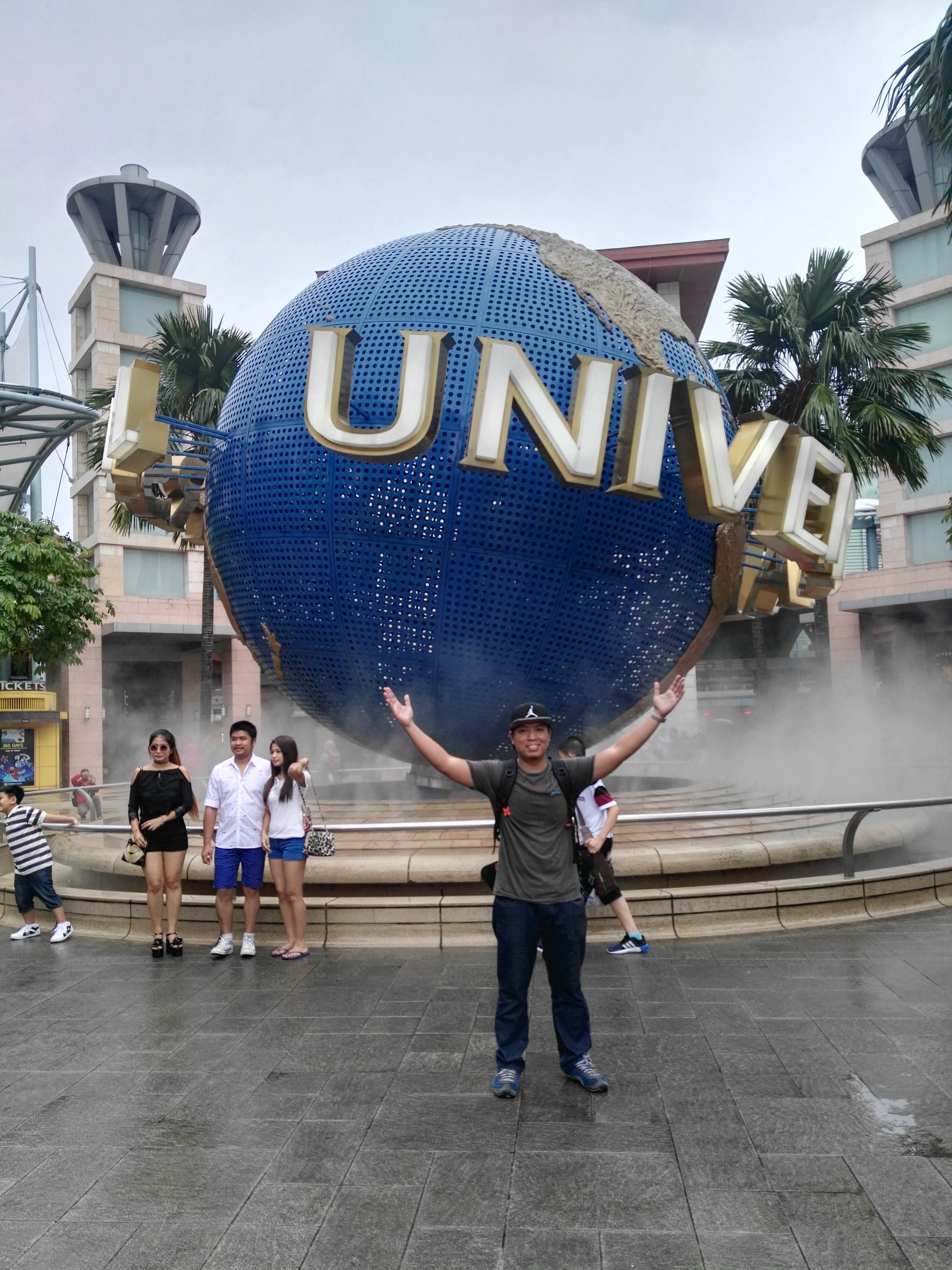Universal Singapore_Solo backpacker